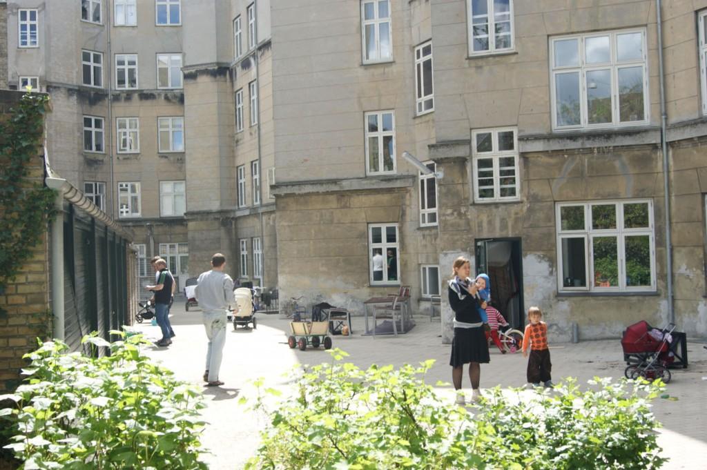 Voksne og børn nød, at dagen var solrigt - perfekt til arbejde og lege